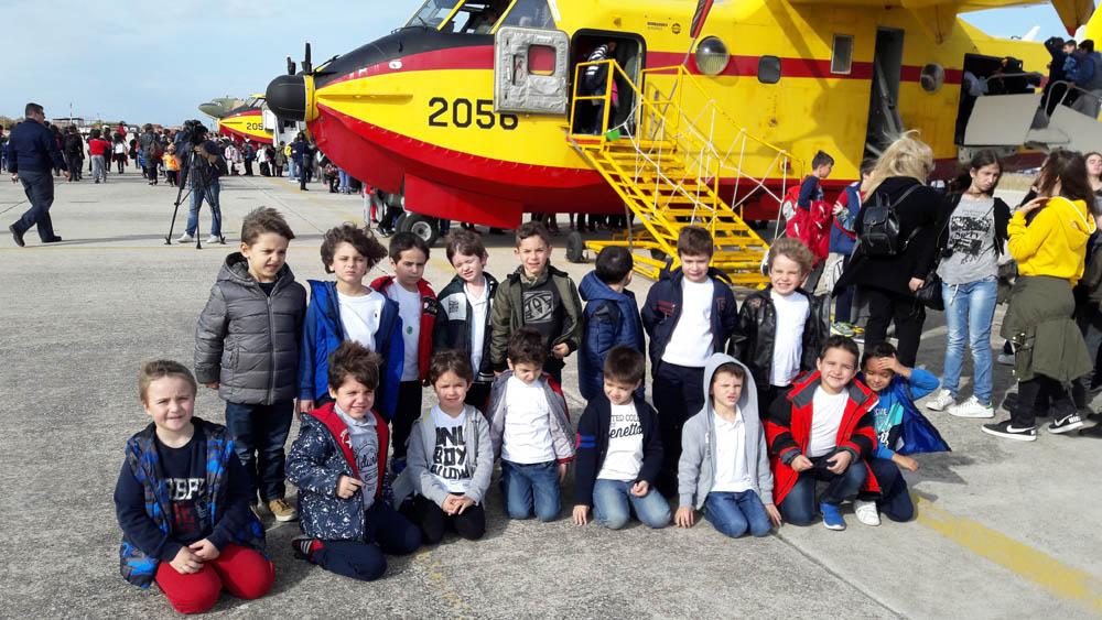 Επίσκεψη των μαθητών του Νηπιαγωγείου του Ελληνικού Κολλεγίου στο στρατιωτικό αεροδρόμιο